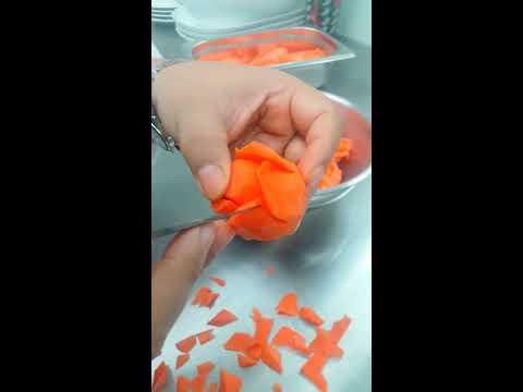 กุหลาบม้วนจากแครอท By Juthaporn