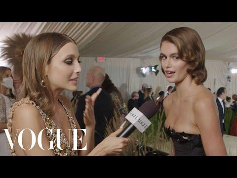 Kaia Gerber on Her Oscar de la Renta Throwback Met Gala 2021 With Emma Chamberlain