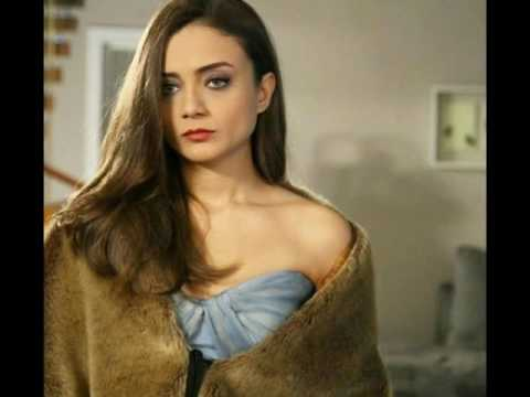 'A Love Story' Serial Lead Actress Damla Sonmez Real Life HD Images and Full Biography