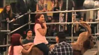 Victorious: Ariana Grande (Cat) Blooper