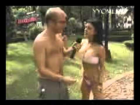 Facudo desnuda a una mujer