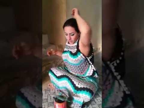 pakistani muslim aunty removing her armpits hairs