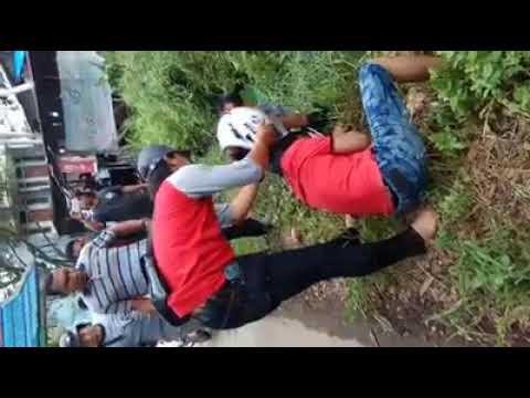 Xxx Mp4 Dua Pria Ditangkap Dan Diborgol Petugas Di Pinggir Jalan 3gp Sex