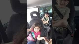 رقص خواهر وبرادر ناز نازی درماشین