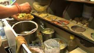 How Bhelpuri is made!