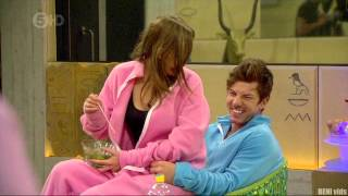 GIRL DRY HUMPING GUY - big brother 2012