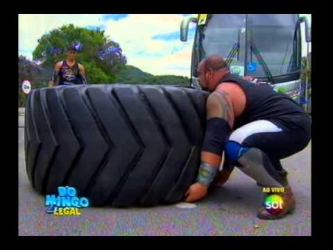Domingo Legal Homem mais forte do Brasil puxa ônibus