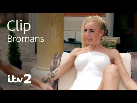 Body Part Sculpting With The Girls | Bromans | ITV2