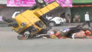 Auto trolley Accident at MJ Market in Ganesh Immersion - 99tv