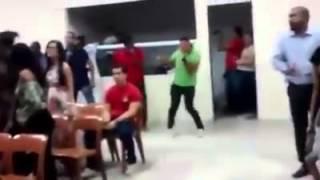 Dançando 1000 graus na igreja - muito engraçado kk