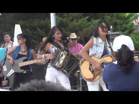 Las Fenix El Tao Tao y Juana La Cubana en SplashTown Houston Texas 7 14 13