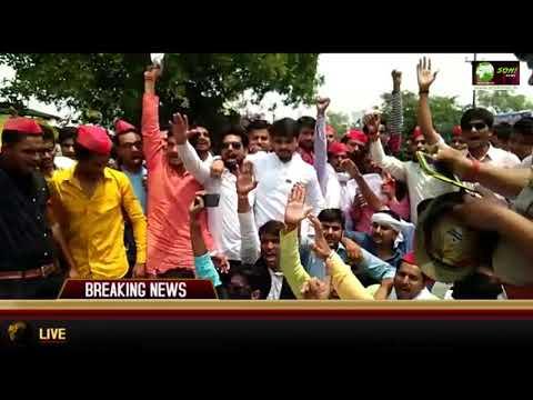 Xxx Mp4 Soni News बुंदेलखंड विश्वविद्यालय की परीक्षा परिणामों में हुई गड़बड़ी छात्रों ने किया रोड जाम 3gp Sex
