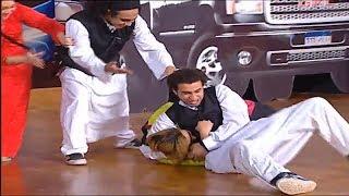 علي ربيع يضرب ويزو على خشبة المسرح أمام الجمهور😂😂 ... #تياترو_مصر