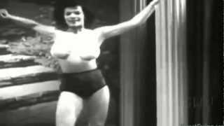 Burlesque dancer - Vanay doing her