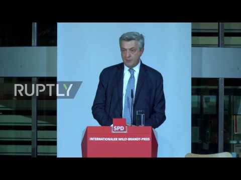 Germany: Must avoid 'race to the bottom' in refugee crisis - UN Commissioner for Refugees