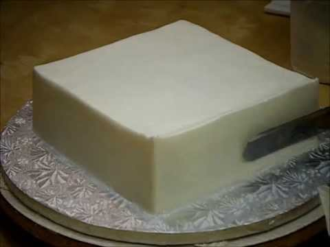 Como Alisar una Torta Cuadrada con Buttercream