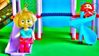 bajka Masza i Niedźwiedź po polsku Barbie poszła z Maszą na plac zabaw
