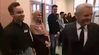 Muslim Girl refuses to Shake Hands with President of Germany