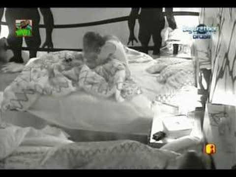 Big Brother Brasil 8 BBB8 Natália se masturbando na cama