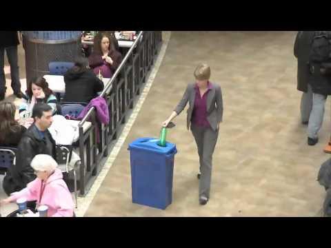La botella de plástico. Una acción de calle del Programa Probado en humanos