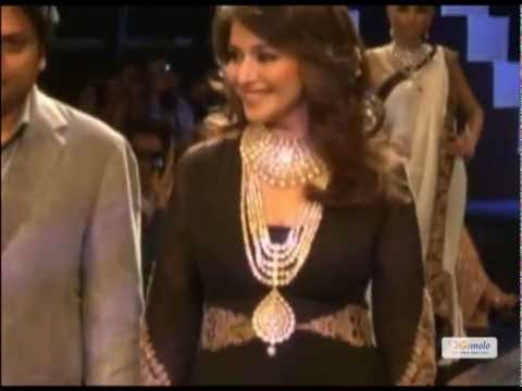 Xxx Mp4 Madhuri Dixit At IIJW 2012 In A Sexy Black Gown Sets The Ramp On Fire 3gp Sex