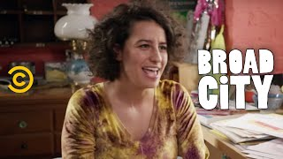 Broad City - Exclusive - Meet Ilana