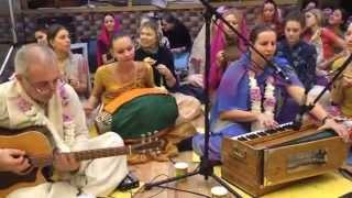 Kirtan Gauri & Medini-Pati. Moscow Temple ISKCON. 21.11.14. HD