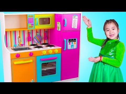 Xxx Mp4 Jannie Pretend Play Cooking Food Challenges With Giant Kitchen Toy 3gp Sex