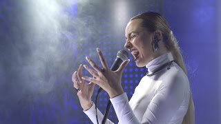 Natalia Nykiel vs Auer / Żywy gig: GROUND LEVEL