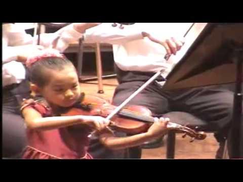 1 2 Anna Lee 6 years old playing Paganini Violin Concerto