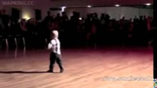 Amazing_Dance_-_2_Year_Old_Boy(bdMobi.com).3gp