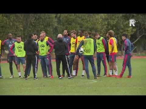Van Bronckhorst reageert op kleine vechtpartij op training Feyenoord