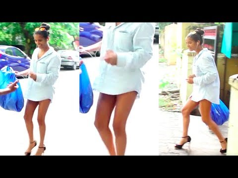 Xxx Mp4 Poonam Pandey SPOTTED Roaming Around On The Street Wearing ONLY Shirt 3gp Sex