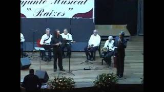 Tony Lee canta com o Conjunto Musical Raízes