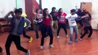 Siddhesh pai choreographing item song dandi gul for Manasi naik of film Ekta ek power