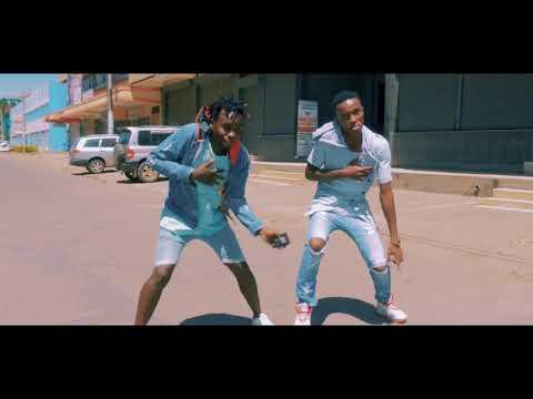 Comedian Thomas Esun Setegeref  እሱን ስትገረፍ dance cover  Igiza Ethiopian Music Video 2018 1