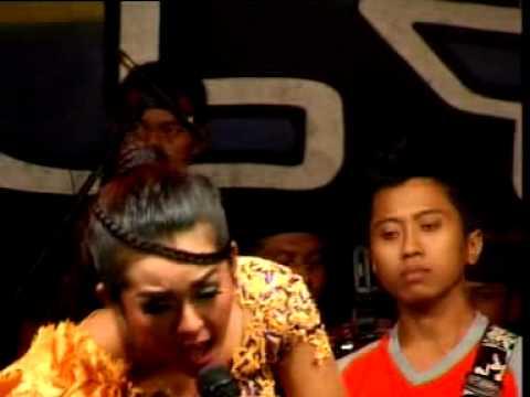PALLAPA 2013 bibir bermadu live show planggiran