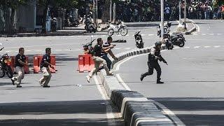 BAKU TEMBAK POLISI DAN TERORIS DI THAMRIN