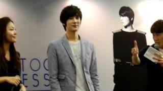 Park Jung Min autograph session - 19/3/2011
