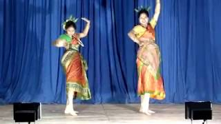 Moyna Chalat Chalat dance on Saraswati Pujo 2012