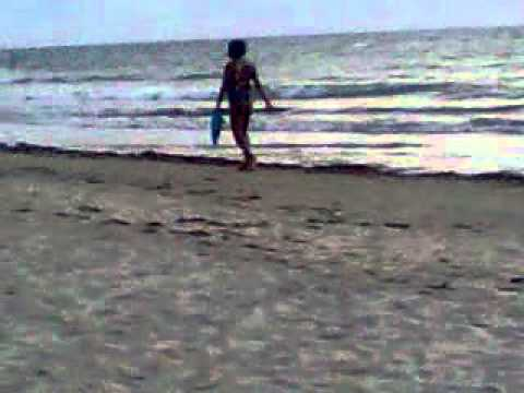 morena gostosa na praia de cacha pregos