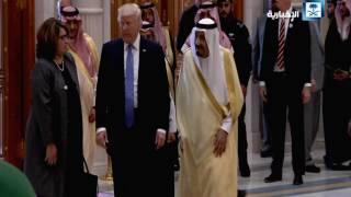 وصول الرئيس الأمريكي إلى مقر انعقاد القمة الخليجية الأمريكية