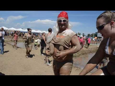 Saggy Boobs on the Hooters Girl!  Mudd Volleyball 2013