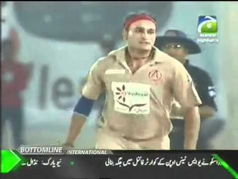 Hameed Hassan best bowling