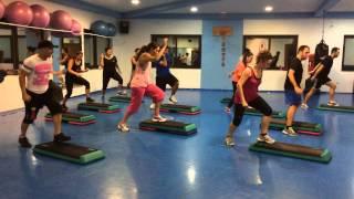 AERO STEP-DANCE  en Holiday Fitness Gym con Jose