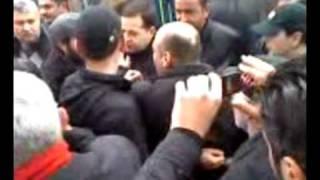 batumi bulvarshi xeebis mochris protesti ..mpg