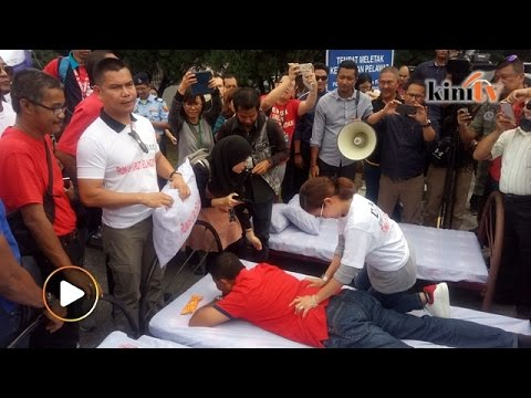 Jamal bawa katil, ais krim pula ke bangunan pejabat MB