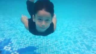 تعليم السباحة للاطفال
