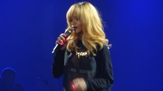Rihanna angry toward fan throwing gift on stage (Sportpaleis, Antwerp 05.06, Diamonds Tour)