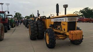 Amazing Prade of 153 Tractors in Dyersville, Iowa